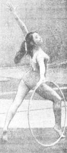 На чемпионате СССР по художественной гимнастике в Таллине великолепно выступила студентка Омского педагогического института Галима Шугурова, завоевавшая три золотые медали.  На снимке: Г. Шугурова выполняет упражнение с предметом, Фото Л. Пегеля.