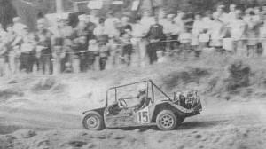Соревнования на самодельных автомашинах приобретают в Чехословакии все большую популярность. Моторы обычно берутся со «Шкоды-100», «Вартбурга», «ВАЗ Жигули», «Татры-603», все остальное изготовлено руками любителя.