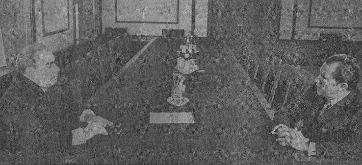 Москва. 22 мая в Кремле состоялась встреча Генерального секретаря ЦК КПСС Л. И. Брежнева с Президентом Соединенных Штатов Америки Ричардом М. Никсоном, прибывшим в Советский Союз с официальным визитом. На снимке: во время встречи.