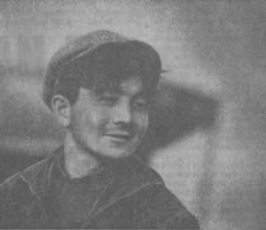 молодой коммунист, групкомсорг 4-го отделения Балтабай ДОСКЕНДИРОВ — один из передовых механизаторов совхоза