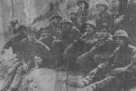 Вьетнамские бойцы в провинция Хоанглиеншон во время передышки между боями. Телефото АДН—ТАСС