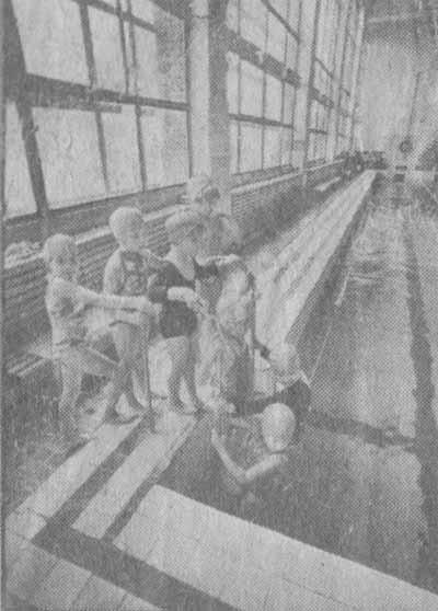 Заводской бассейн «цеха здоровья» всегда открыт для детей.