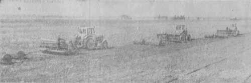На снимке: сев яровых в совхозе «Азери».  Фото В. Горбунова. (ЭТА)