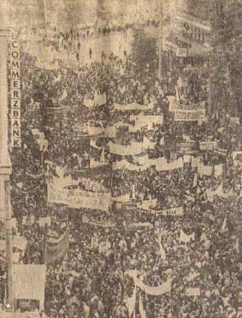 Дортмунд (ФРГ). 100-тысячная демонстрация западногерманских трудящихся в защиту права на труд, против произвола предпринимателей.  Фото К. Резе.